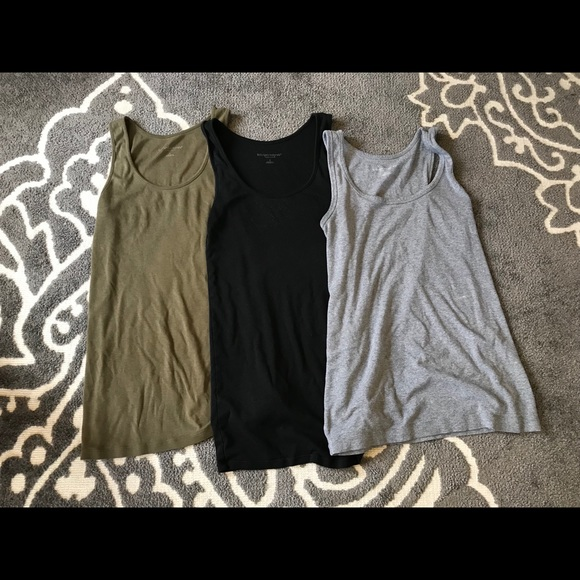 9378229afdb92 Liz Lange for Target Tops - Bundle of three Liz Lange maternity tanks